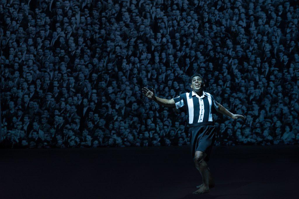 Jhe Oliveira plays Brazil's soccer phenomenon Garrincha in Robert Wilson's street opera in São Paulo's SESC Pinheiros/Photo: Julian Mommert