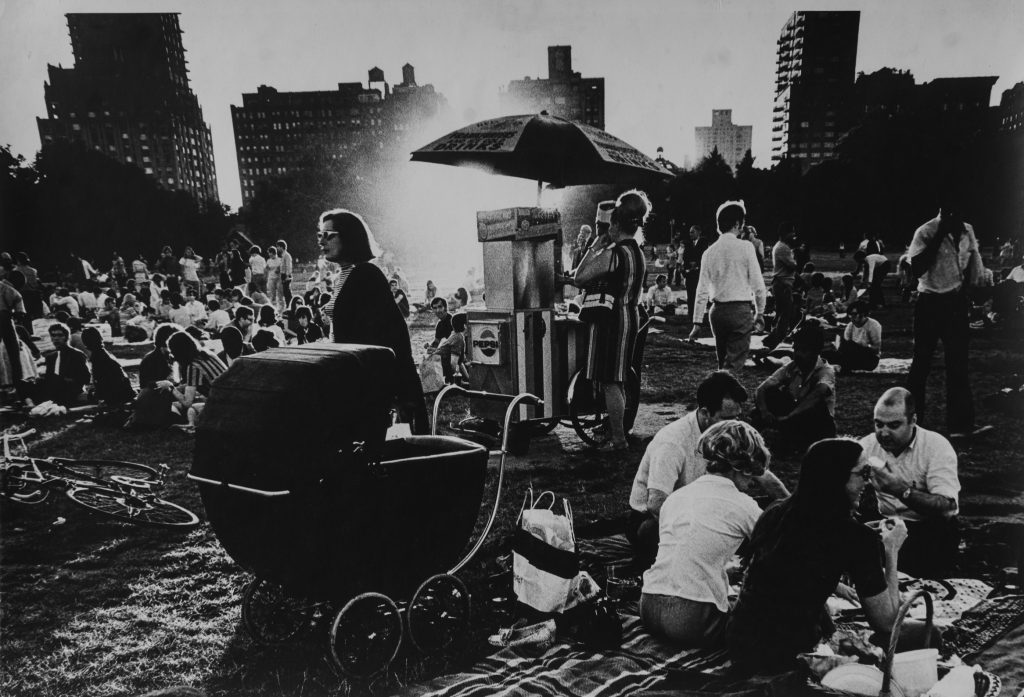 Mario Cravo Neto, Central Park NY, 1978, gelatin silver print, 30 x 40 cm, during a Jimi Hendrix concert