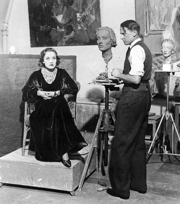 Marlene Dietrich posing for De Fiore in the artist's Berlin studio, 1931