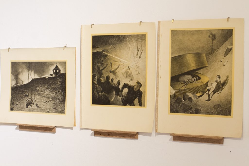 "Henrique Alvim Corrêa and H.G. Wells, ""War of the World"" book. Edition 500 printed on 1906. 31 prints/Photo: Carolina Krieger"