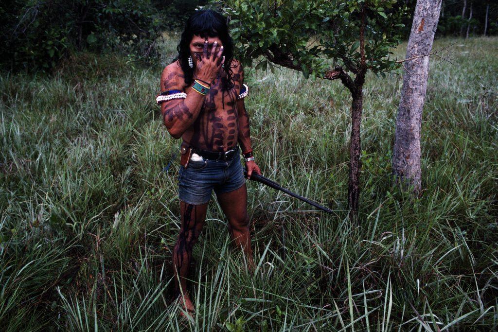 """Miguel Rio Branco, """"Preparando para a caçada,"""" 1983/2016, 60 x 90 cm"""