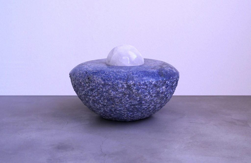 Denise Milan, Olho da Terra, 2010_25cm x 35cm, Sodalita and Quartz, ConCentração/Photo: James Choi
