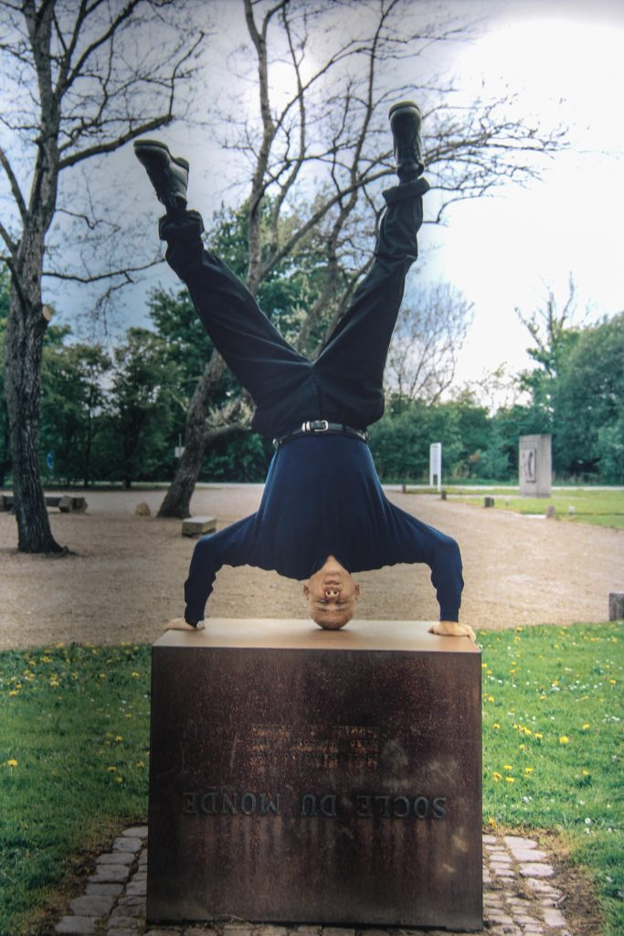 Cildo Meireles headstands at Piero Manzoni's Socle du Monde (Base of the World)
