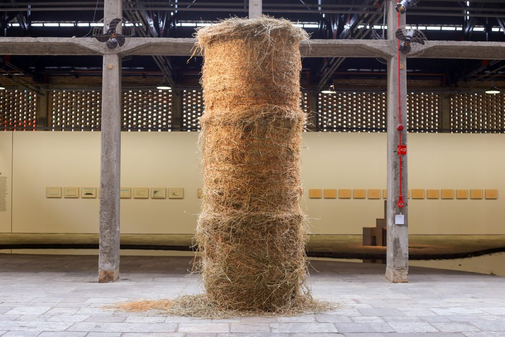 "Cildo Meireles, ""Fio"" (Thread, 1990-1995), golden thread spirals around cylindrical haystack."