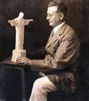 Brazilian architect Heitor da Silva Costa, author of the project of the Christ monument, with the first model of the statue